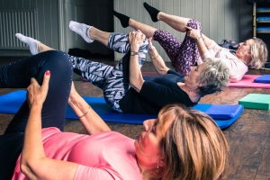 Pilates - single leg stretch x 3